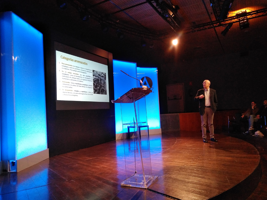 Andrés Ortega explica qué empleos se verán afectados por el aumento de la robotización en diversos sectores productivos