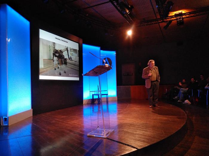 La convivencia con robots, según Pablo Noriega, con inteligencias no humanas