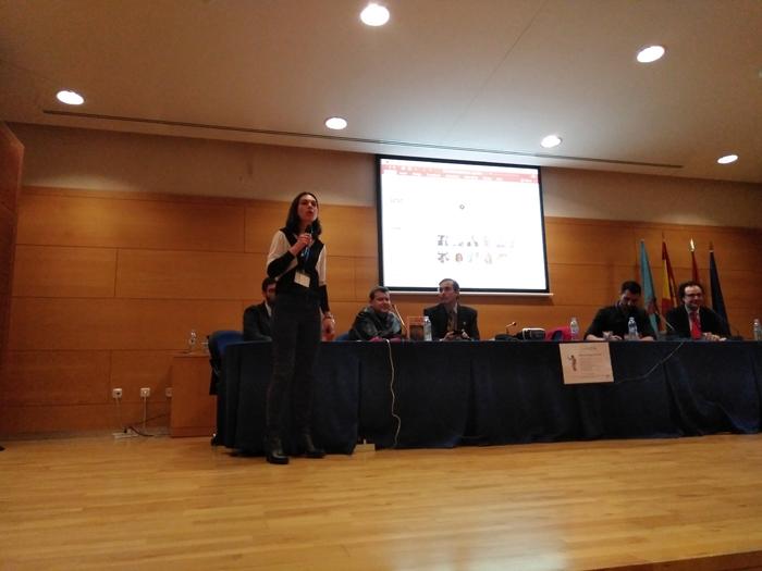La profesora de la URJC Alicia Blanco explicando el sentido de medir el Big Data para la legitimidad