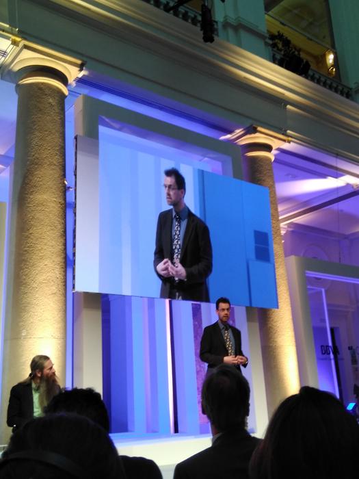 Jonathan Rossiter durante su charla sobre robótica, tecnologías de vanguardia y futuro en ;Madrid.