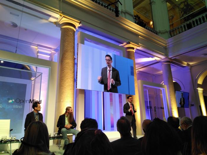 S. Matthew Liao habla de ingeniería humana en el acto organizado por OpenMind en el Palacio del Marqués de Salamanca.