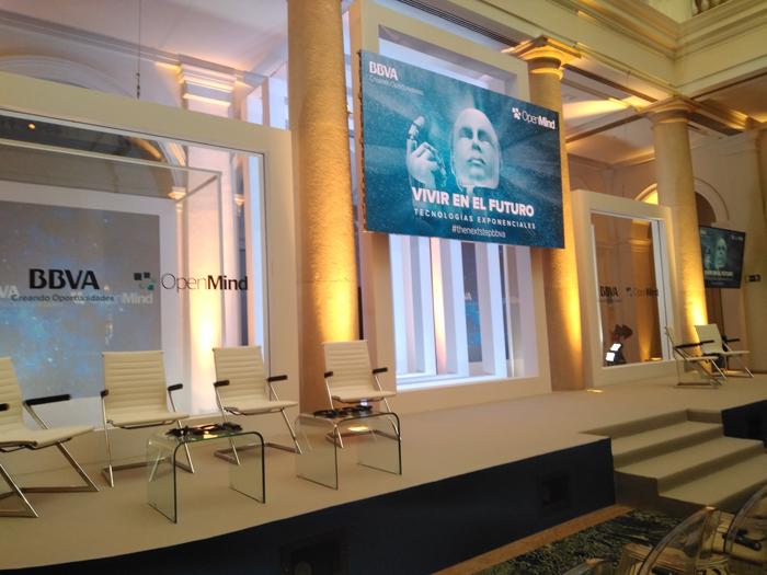 """Imagen tomada en el Palacio del Marqués de Salamanca antes de empezar el acto organizado por OpenMind BBVA de presentación del libro """"El próximo paso""""."""