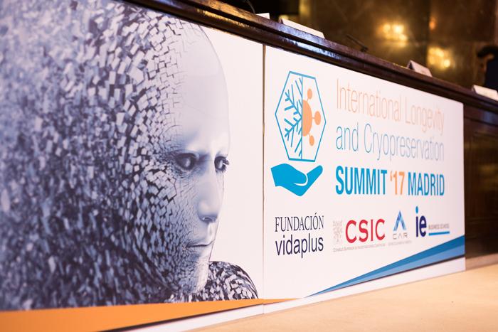 Cartel del primer Congreso Internacional sobre Longevidad y Criopreservación celebrado en el Consejo Superior de Investigaciones Científicas de Madrid.