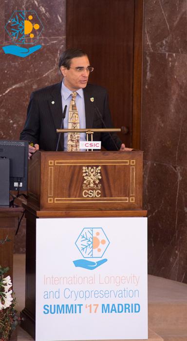 El ingeniero y organizador de las jornadas josé Luis Cordeiro durante las mismas celebradas en mayo en Madrid en las instalaciones del CSIC.