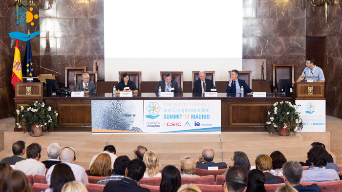 Miembros de la primera MEsa de anaálisis y debate organizada en la primera sesión del ILC Summit ´17.