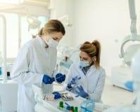 ¿Cómo ser estomatólogo?: Requisitos, sueldo y cursos
