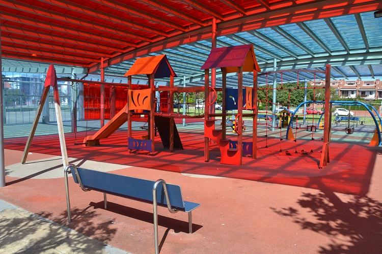 Los parques infantiles también entran dentro de su servicios de mantenimiento de parques y zonas verdes