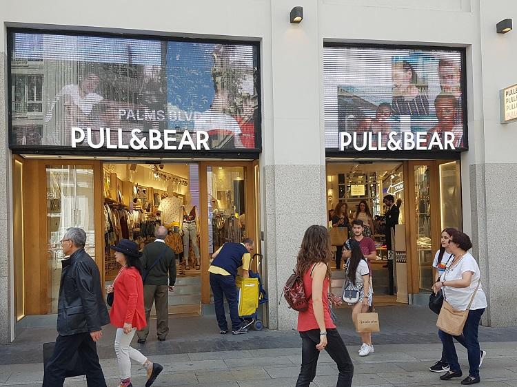 Tienda de Pull&Bear en la Gran Vía de Madrid