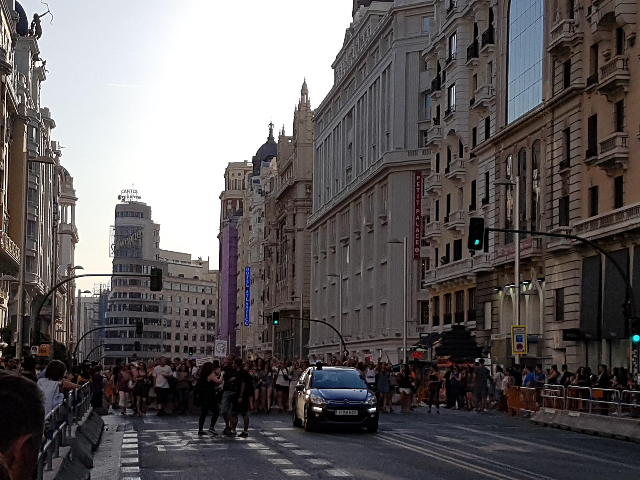 Grupo de personas en una manifestación feminista