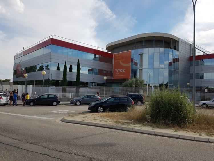 Entrada a las oficinas centrales de Línea Directa en Tres Cantos (Madrid)
