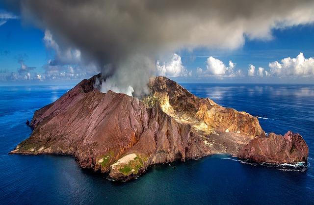 Volcán en erupción - Julius_Silver
