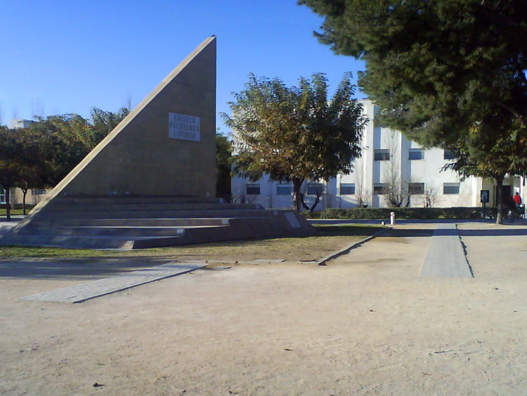 reloj de sol de la Universidad de Alicante