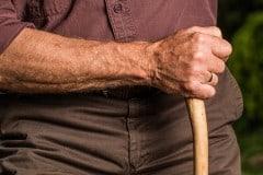 Cuidado de personas mayores, un trabajo con futuro
