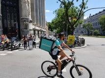"""Cómo trabajar en Deliveroo: requisitos, salarios y horarios de los """"riders"""""""