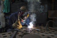¿Cómo ser soldador? Requisitos, sueldo y cursos
