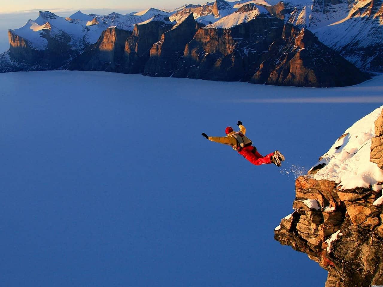 Salto BASE, disciplina extrema del paracaidismo